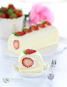 This egg white roll cake is light, soft, moist and filled with whipped cream and fresh strawberries. A very delicious cake treat not to be missed. Egg White Recipes, Easy Egg Recipes, Cake Roll Recipes, Delicious Cake Recipes, Yummy Cakes, Dessert Recipes, Japanese Roll Cake, Strawberry Roll Cake, Swiss Roll Cakes