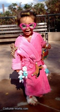 Best kids constume I have seen in a while. Super cute! Crazy Cat Lady - DIY Halloween costume idea