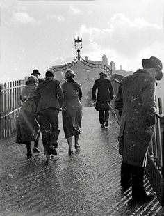 Frank Browne: the Father of photojournalism - Telegraph Old Pictures, Old Photos, Best Books Of 2014, Images Of Ireland, Camera Shy, Dublin City, Photo Engraving, European Tour, Dublin Ireland