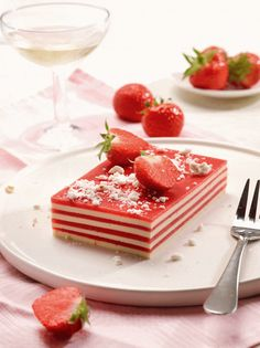 Fancy Desserts, No Bake Desserts, French Macaroon Recipes, Happy Foods, Dessert Drinks, Food Plating, No Bake Cake, Tapas, Cookie Recipes