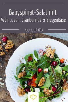 Dieser gemischte Salat sorgt für Abwechslung! Mit Cranberries, karamellisierten Walnüssen, knackigem Spinat und einem feinen Honig-Senf Dressing ist er einer unserer Salat-Lieblinge.