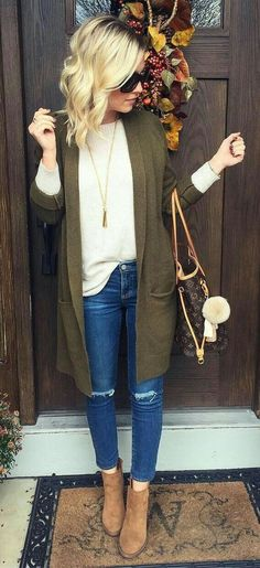 Winter / Fall Fashion 40 Pretty Outfit Ideas For This Winter - / Green Cardigan // Cream Sweater // Ripped Skinny Jeans // Camel Booties Winter Outfits 2017, Outfit Winter, Spring Outfits, Dress Winter, Simple Fall Outfits, Fall Outfit Ideas, Winter Outfits Women, Fall Outfits For Work, Fashion Clothes