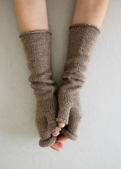 Stockinette Hand Warmers – a free knitting pattern by Purl Soho. : Stockinette Hand Warmers – a free knitting pattern by Purl Soho. Fingerless Gloves Knitted, Crochet Gloves, Knit Mittens, Knit Crochet, Crochet Hand Warmers, Crochet Granny, Hand Crochet, Fall Knitting Patterns, Outlander Knitting Patterns