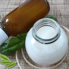 kéztisztító mikróbaellenes oldat Pickles, Glass Of Milk, Cucumber, Mason Jars, Drinks, Food, Drinking, Beverages, Eten
