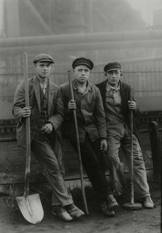 Workers | Cloth caps and tools | Black & White | Photograph by August Sander |
