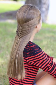 Easy tutorial for the gorgeous Mermaid Half Braid! #mermaid #mermaids #braid #braids #cutegirlshairstyles #hairstyles