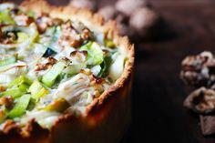 Deze glutenvrije en koolhydraat arme bodem van kokosmeel is ideaal voor zowel zoete als hartige taarten. Snel gemaakt, simpel recept en dat lekkere goudbruine korstje waar je warm van wordt.