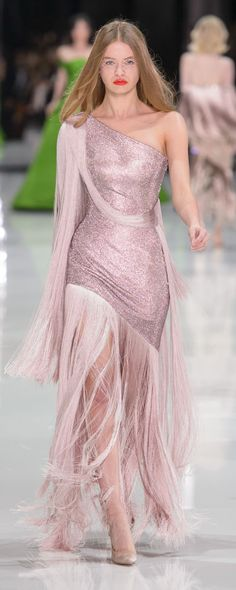 Ralph & Russo Frühling-Sommer 2018 - Couture - www. Runway Fashion, Fashion Show, Fashion Looks, Trendy Fashion, Formal Evening Dresses, Evening Gowns, Beautiful Gowns, Beautiful Outfits, Couture Dresses