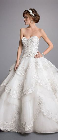 Fabulous Tulle Sweetheart Neckline Ball Gown Wedding Dresses With Lace Appliques