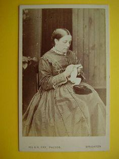CDV : W & A H Fry BRIGHTON - Victorian Lady Knitting Fine Costume Fashion c1870s