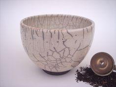 Teeschale HANDSCHMIEGERIN, Raku Keramik