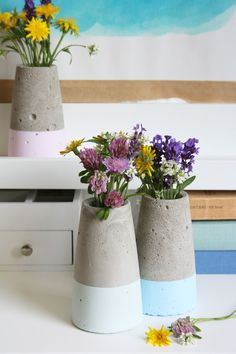 Betonvase kegelförmig dipped in kreide chalky Concrete vase conical dipped in chalk chalky Vase Crafts, Concrete Crafts, Concrete Art, Concrete Projects, Vase Design, Paper Vase, Wooden Vase, Vases Decor, Decoration