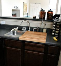 10 Ideas For Organizing a Small Kitchen These are all great, but my issue is always having enough counter space for prep, so i particularly love the cutting board sink cover! Small Kitchen Organization, Small Kitchen Storage, Small Space Kitchen, Diy Kitchen, Kitchen Decor, Kitchen Ideas, Small Spaces, Small Kitchen Sinks, Kitchen Designs