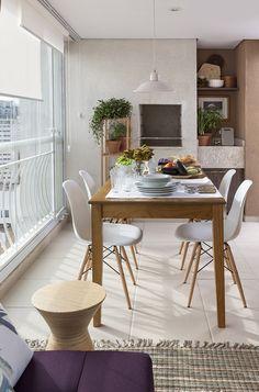 """Ter uma varanda gourmet é garantia de vááários momentos """"delícia"""" pra você, sua família e amigos. Pode acreditar em mim ;) Moro numa casa quase sem quintal"""