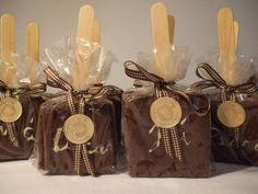 Deliciosos pão de mel gourmet no palito, personalizados. Ótima opção para lembranças.    Pedido minino 20 unidades.