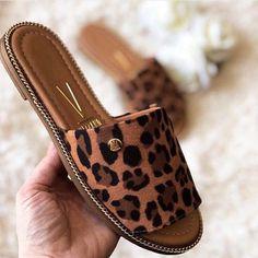 Cute Slippers, Cute Flats, Cute Sandals, Cute Shoes, Me Too Shoes, Shoes Flats Sandals, Leather Sandals Flat, Sneaker Heels, Shoe Collection