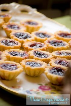 frolla Milano di Massari Italian Cookies, Italian Desserts, Italian Recipes, Cute Desserts, Holiday Desserts, Wedding Appetizers, Cake & Co, Appetisers, Mini Cakes