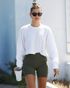 Estilo Hailey Baldwin, Hailey Baldwin Style, Summer Outfits, Casual Outfits, Cute Outfits, Fashion Outfits, Gym Outfits, Ootd, Celebrity Outfits
