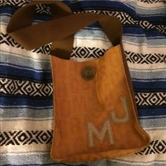 Marc jacobs messanger bag Authentic Marc Jacobs messanger/laptop bag. Good as new. No rips or tears. Genuine leather... will accept reasonable offer... thank you... Marc Jacobs Bags
