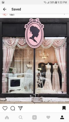 Boutique 1861 Vitrine Elegance of the Victorian Style - New Deko Sites Bridal Boutique Interior, Boutique Interior Design, Boutique Decor, Mode Boutique, Boutique Fashion, Boutique Window Displays, Store Concept, Vitrine Vintage, Vitrine Design