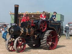 Antique Tractors, Old Tractors, Antique Cars, Steam Tractor, Vintage Farm, Steam Engine, Stirling, Stationary, Iron