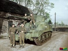 Trooper Brooks, Sergeant Maxwell, Trooper Bower and Trooper Ward sit on their Sherman Firefly of 'A' Squadron, County of London Yeomanry (Sharpshooters), Armoured Brigade. (possibly in Holland late Canadian Army, British Army, British Tanks, Military Photos, Military History, Sherman Firefly, British Armed Forces, Sherman Tank, Armored Fighting Vehicle
