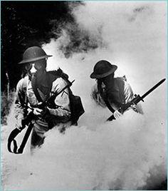 Armas químicas y biológicas: en 1915 los alemanes utilizaron gas cloro contra los rusos, británicos y franceses. En 1917, los alemanes reemplazaron el cloro por un gas más letal, el fosgeno (formado de cloro y óxido de carbono), y el gas mostaza.