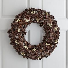 Hopefully I'll be able to dress my door with a beautiful wreath (and put up a proper Christmas tree) before 25th sneaks up on me. And when/if I do, I fully plan on making sure it's just as beautiful as one of these you're about to see below ;-)
