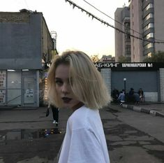 Find images and videos about girl, grunge and aesthetic on We Heart It - the app to get lost in what you love. Cut My Hair, Hair Cuts, Pelo Indie, Pelo Guay, Hair Inspo, Hair Inspiration, Tmblr Girl, Herz Tattoo, Aesthetic Hair