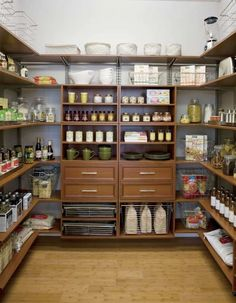 I would very much like this giant-sized pantry.