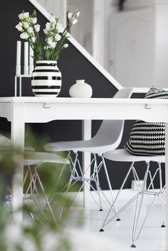 Eames chair and paustian candleholder in white and kähler vase Black And White Interior, White Interior Design, Interior And Exterior, Interior Decorating, Black White, Monochrome Interior, Decorating Ideas, Decor Ideas, Modernisme