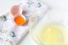 The Benefits Of Egg White For Skin - Better With Health- Os benefícios da clara de ovo para a pele – Melhor com Saúde The Benefits Of Egg White For Skin – Better With Health - Egg White For Skin, Egg White Mask, Orange Peel Skin, Egg Benefits, Peau D'orange, Blackhead Remedies, Natural Yogurt, Face Care, Diy Beauty