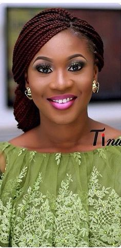 How to style the box braids? Tucked in a low or high ponytail, in a tight or blurry bun, or in a semi-tail, the box braids can be styled in many different ways. Ghana Braids Hairstyles, African Hairstyles, Girl Hairstyles, Braided Hairstyles, Small Box Braids Hairstyles, Hairstyle Braid, Medium Hairstyles, Black Hairstyles, Black Girl Braids