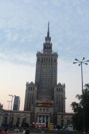 El famoso Palacio de la Cultura y la Ciencia #Varsovia .  Entra a Deregrino.com para mas sobre nuestros relatdos desde Varsovia. #Polonia