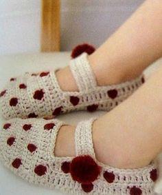 Kış aylarına girmek üzereyiz soğuk havalar geliyor yavaş yavaş bayanlar. Kışında evde çoraptan çok veya çoraplarınızın üzerine patik giymeyi tercih ediyorsunu. Tabi üşüyen ayaklarınızı en iyi bu şekilde ısıtabilirsiniz ama hep aynı patik modellerini giymekte olmaz yani. Değişik farklı tığ işi örgü patik modelleri, terlik görünümlü patik modelleri, çorap görünümlü patik örnekleri, yeni sezon yeni …