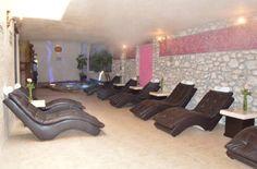 Decorado con rasgos prehispánicos, #Spa Tlaco en Chilcuautla, t ofrece masajes, faciales, reflexología y aromaterapia