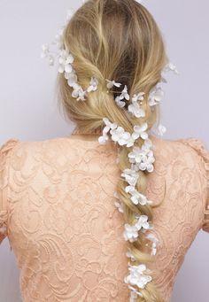 fio para cabelo de noiva, fio de flores para cabelo, fio para trança, fio de perola para cabelo, fio de flores para trança, fio para trança noiva, trança com flores noiva, arranjo para trança, trança com flores, penteado com flores - G. Offer