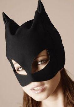 """Pour jouer à Catwoman et faire la """"Bad Kitty"""" ! Masque-cagoule doux. Marque : Bad Kitty. http://www.sexshop-sm.fr/cagoule-et-masque/3540-masque-de-catwoman-noir-4024144002245.html"""