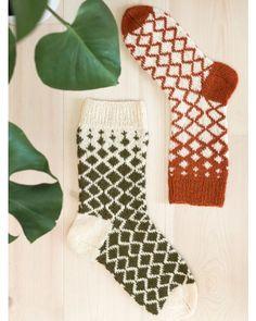 Ravelry: Diamantsokker pattern by Rauma Designs – Knitting Socks Fingerless Mittens, Knit Mittens, Knitting Socks, Knit Socks, Knitting Projects, Knitting Patterns, Fair Isle Knitting, Ravelry, Knit Crochet