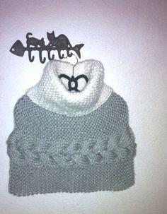 555c87fbe58 Cache épaules blanc tricoté main à col roulé avec une belle torsade en  relief. Cest