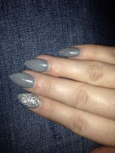 New nails! grey and silver pointed nails! Rounded Acrylic Nails, Grey Acrylic Nails, Metallic Nail Polish, Matte Black Nails, Gray Nails, Burgundy Nails, White Nails, Sparkly Nails, Girly Girl
