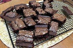 Paleo brownies with raw chocolate 'icing' - Brisbane Natural Health Protein Brownies, Paleo Brownies, Beste Brownies, Dairy Free Brownies, Sem Gluten Sem Lactose, Pumpkin Brownies, Cookie Do, Cupcakes, Sweet Like Candy