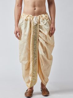 Ethnic Wear Indian Men, Indian Groom Wear, Indian Men Fashion, Indian Man, Suit Fashion, Boy Fashion, Mens Fashion, Kurta Men, Mens Kurta Designs