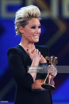 helene-fischer-wins-the-award-for-most-popular-german-music-act-the-picture-id508775802 (683×1024)