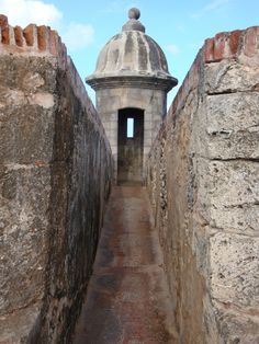 narrow walkway at Castillo San Felipe del Morro, San Juan, Puerto Rico Puerto Rico Trip, Puerto Rico History, San Juan Puerto Rico, Oh The Places You'll Go, Places To Travel, Porto Rico, Puerto Rican Culture, Enchanted Island, Reserva Natural