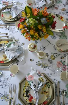 Dining with Butterflies | homeiswheretheboatis.net  #tablescape
