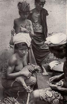 foto karya Gregor Krause yang berjudul Bali Vol. I : Land un Volk ; Vol II: Tenze, tempel, Feste yang diterbitkan oleh Folkwang Verlag, Magen (1920)