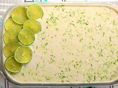 Uma sobremesa para dividir com a família e amigos: Pave refrescante de limão ao creme com coco.