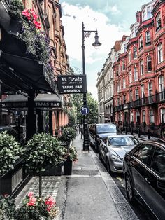 These random streets are the best 😊👌 #London