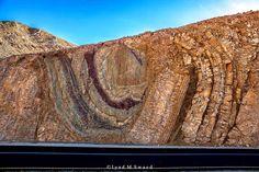 Algunas rocas serio plegadas y falladas en las montañas de Eilat, en el sur de Israel.   Read more at www.geologyin.com...